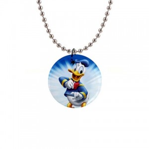 https://www.starsonstuff.com/874-1120-thickbox/disney-donald-duck-necklace.jpg